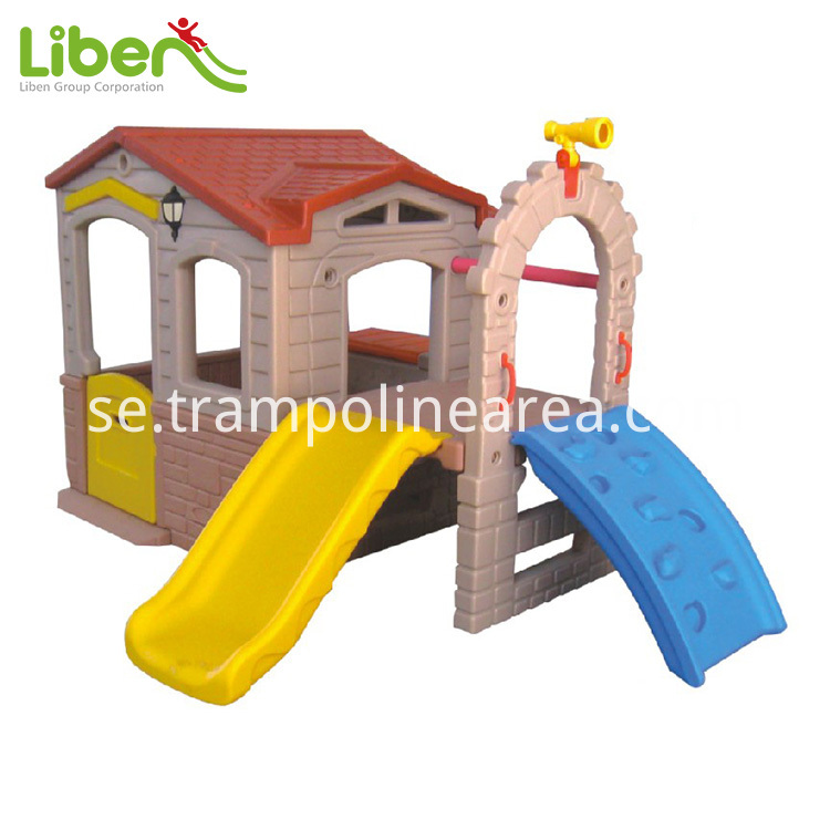 indoor plastic playhouse